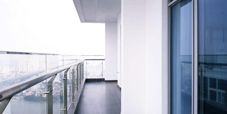 Balcony2-min