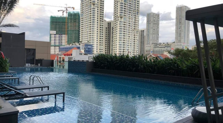 the-nassim-pool